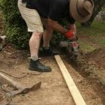 NEW PAVER GUIDE PLACING EDGING.jpg